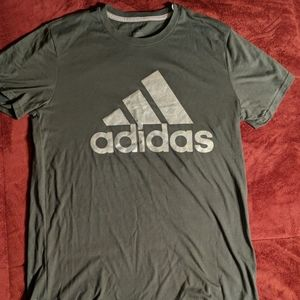 Men's Adidas the go to t-shirt size medium